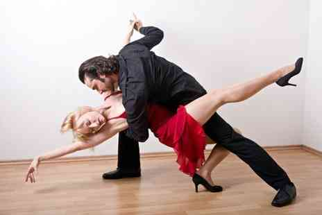 Club Quba - Six salsa dance classes - Save 72%