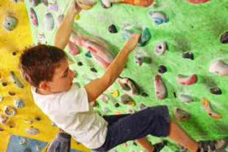 V9 Bouldering - Introductory Family Bouldering Session - Save 54%