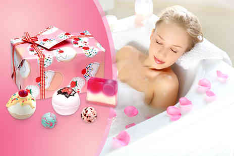 Pamper Me Store - Choice of bath bomb gift sets including 5 fabulous bath products in each - Save 60%