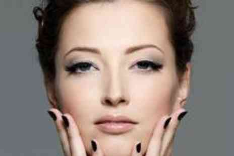 The Glam Lounge by Flawless - £15 for semi-permanent lashes and a Shellac manicure - Save 84%