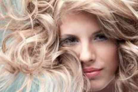 AM Beauty Salon - Half head of highlights with a wash, cut and blow dry - Save 79%