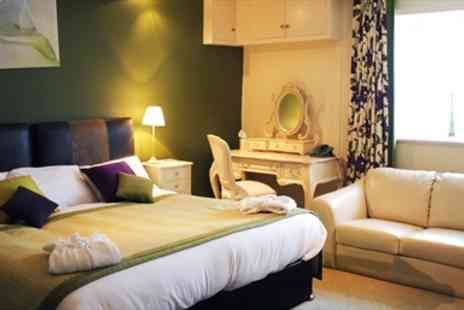 The Black Horse Inn - Overnight Yorkshire Bronte Country' Stay inc Dinner - Save 43%