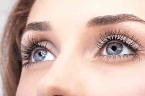 Bristol Beauty Spot - Individual semi permanent eyelash extensions with high definition brows - Save 0%
