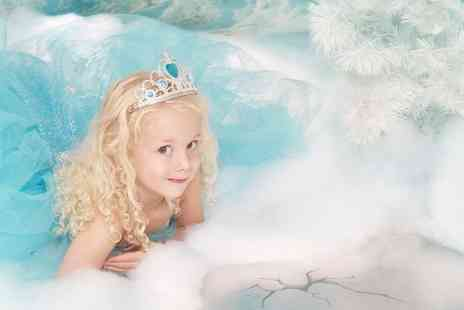Eileen Mason Photography - Frozen inspired photoshoot for up to Two kids including a photo mug and 3 keyrings  - Save 93%