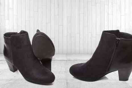 Etail FS  - Black Ankle Boots with Contrast Detail - Save 30%