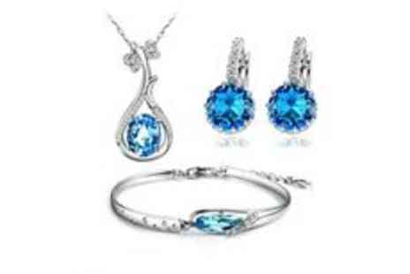 Gevani - Elegant silver plated blue crystal necklace set - Save 33%