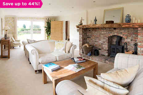 Deighton Lodge - A Homely and Well Equipped Farmhouse Just Outside York - Save 44%