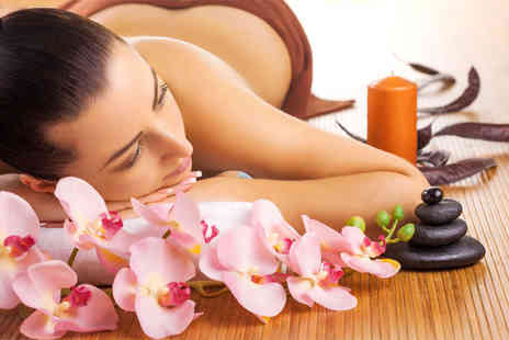 London Ladies - One hour aromatherapy massage including chocolates and a hot drink - Save 0%