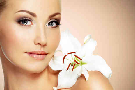 Lynda V Price - Two sessions of hydradermie eye lift  - Save 69%