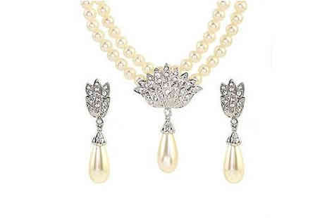 Pearls Eve - Limited Edition Pearl Necklace Set - Save 93%