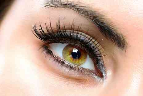 The Trinity Bar - Half Set  of Flirties Semi Permanent Eyelash Extensions with Beauty  - Save 56%