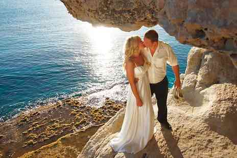 Lisa Swan - Wedding Photography Package With Digital Images - Save 0%