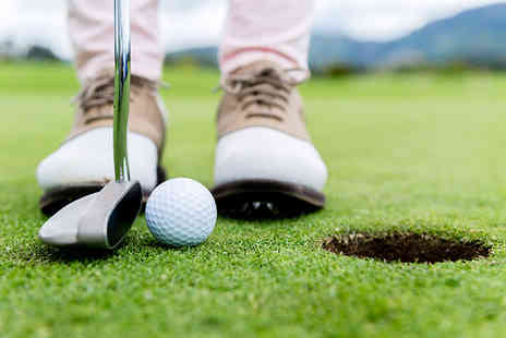 Oakmere Park Golf Club - Six  under 16s golf lessons  - Save 83%