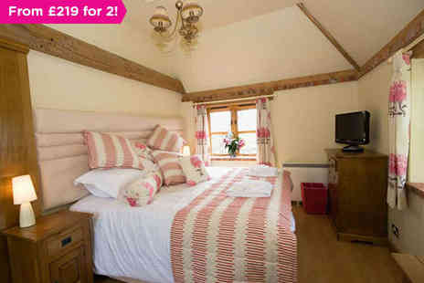 Frasers at Coldharbour Farm - Romantic B&B Getaway in Glorious Egerton Countryside - Save 0%