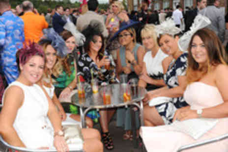 Nottingham Racecourse - Tickets to Nottingham Racecourse Ladies Day - Save 24%