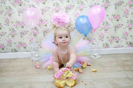 "Pandora Images - One hour Cake Smash baby photoshoot including six 8"" x 6"" prints  - Save 82%"