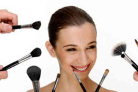 Genee Wenee - 32 piece Natural Hair Make Up Brush Set with Leather Bag Including Delivery - Save 61%