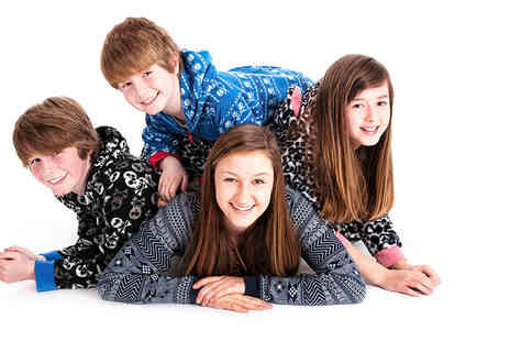 Richard Oliver Photography - Cuples or family photo shoot including four prints and one canvas - Save 92%