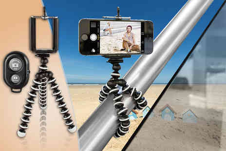 Gizmo Gadgets - Selfie tripod and remote - Save 83%