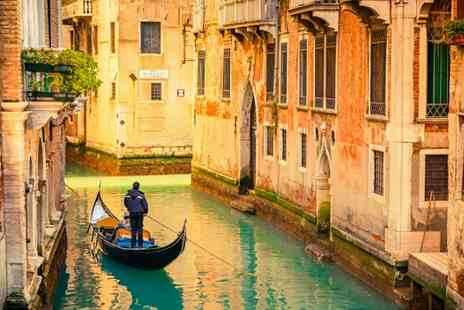 Venice & Island Tour - Two or Three  nights stay With  breakfast Plus  a guided island boat tour - Save 34%