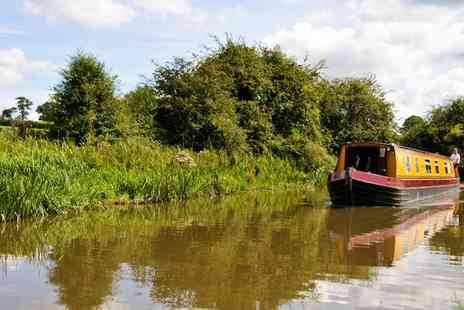 Narrowboat Holiday  - Three or Four  nights stay for 4  bobbing through Worcestershire or Northants - Save 20%