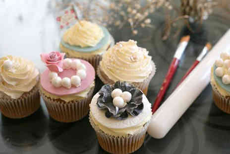 3D Cakes -  2½-hour golden vintage or baby themed cupcake decorating masterclass   - Save 82%