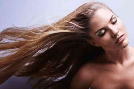 Beauty and cut - Full head of highlights with a wash cut blow dry and treatment - Save 0%
