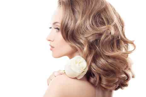 Martinis Pamper Parlour - Cut and Blow Dry With Optional Half Head of Highlights - Save 75%