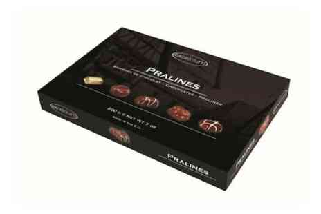 Flowersdelivery4u - Assorted box of praline chocolates 200g  - Save 17%