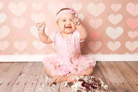 "TRENDY ART - Cake smash baby photoshoot including a 10"" x 10"" print  - Save 93%"