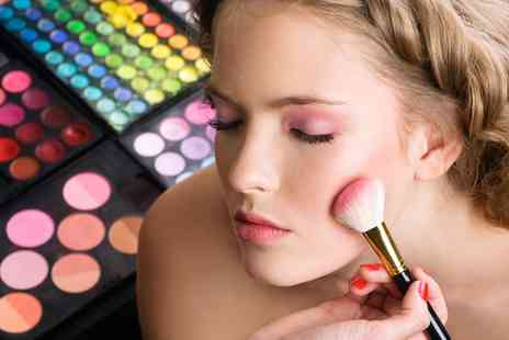 Sitting Prettie Academy - Make Up Masterclass For One - Save 0%