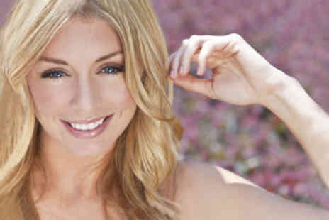 The Wright Way - £19 for a full set of highlights, wash, cut and finish plus conditioning treatment worth £69 - Save 72%