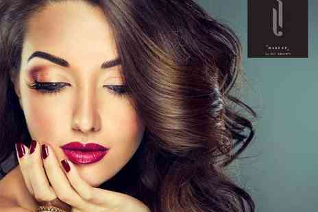 Glasgows Beauty Academy - Make Up by HD Brows Masterclass with Glass of Bubbly and Cupcake - Save 71%
