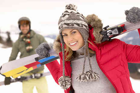 Swadlincote Ski Slope and Snowboard Centre - 90 minute skiing or snowboarding lessons for One - Save 49%
