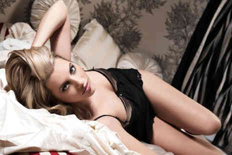 Nicola Bald Photography -  2½ hour boudoir, dudoir or couples photoshoot including makeover, bubbly and A4 print   - Save 89%