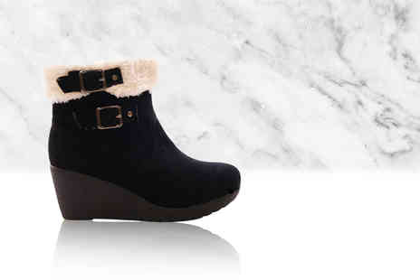 Sole Wish - Pair of stylish faux fur lined wedge boots - Save 75%