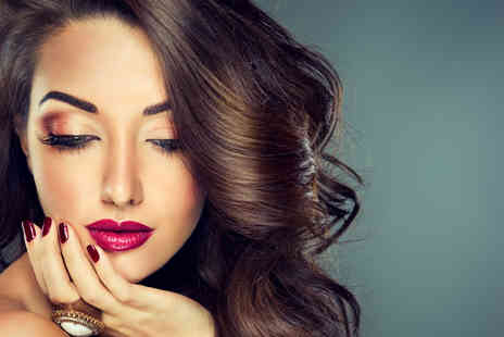 The Beauty Spot - Individual eyelash extensions and an eyebrow package including threading shaping and tint  - Save 62%