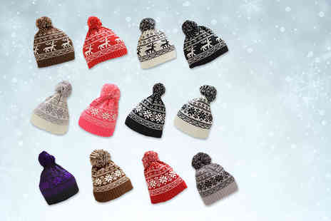 Global Essentials - Knitted festive bobble hat  - Save 67%