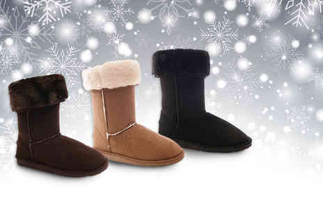 Starmark Import Export - Pair of stylish faux fur lined Snowflake boots - Save 78%