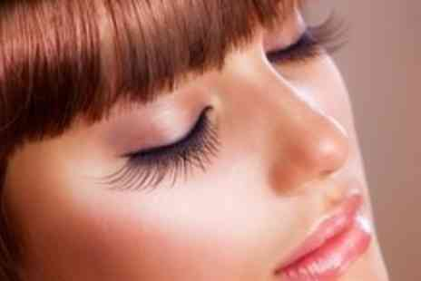 BBs Brow Bar - Eyelash and eyebrow tint, eyelash perm and hand massage - Save 63%