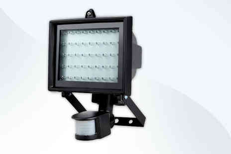 Zoozio - 60 LED security light with a PIR motion sensor improve security - Save 52%