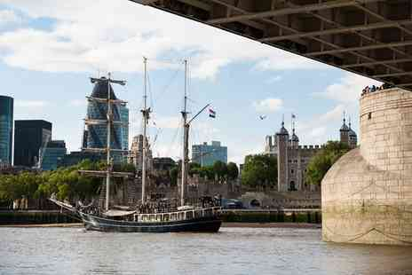 Battlefield Journey - London Pubs and Pirates Walking Tour for One - Save 52%