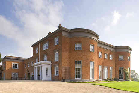 De Vere Highfield Park -  Hampshire stay for two including a bottle of sparkling wine and breakfast  - Save 53%