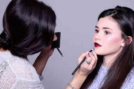 Mia Thompson make up artist - Two Hour MAC Make Up Masterclass for One - Save 74%