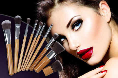 SalonBoxed - 10 piece set of bamboo makeup brushes - Save 88%