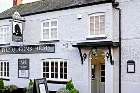 The Queens Head Country Pub - Three Course Meal & Bubbly for 2   - Save 47%