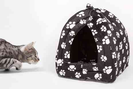 Groupon Goods Global GmbH - Cat and Small Pet Plush Enclosed Pet Bed in Choice of Colour - Save 0%