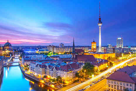 Hotel Vier Jahreszeiten - Stylish and contemporary Berlin city break with panoramic restaurant. - Save 42%