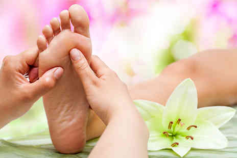 Drury Lane Clinic -  75 minute reflexology session and online course - Save 87%