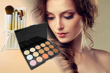 Quick Style - Facial contouring palette include a five piece bamboo eye makeup brush set and travel case  - Save 83%